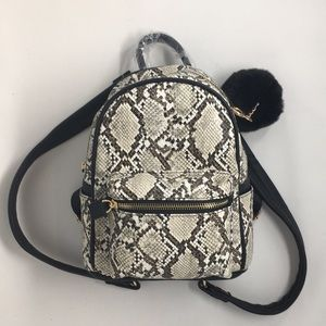 Small Faux Reptile Skin Backpack🖤